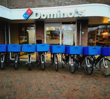 Levering 8 Delivery Ebike's aan Domino's Pizza Hardenberg