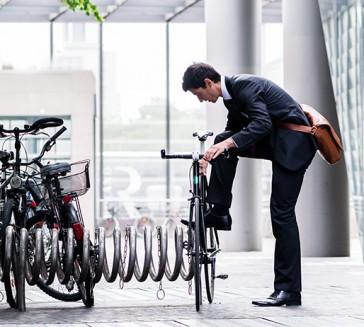 Uit je stoel en hup op de fiets…..